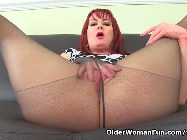 English milf ellen gets creative with lipstick and dildo 7