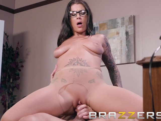 Brazzers - Inked babe Felicity Feline Gets pounded on her bosses desk #1185698