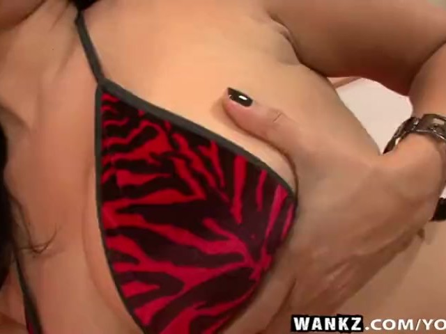 wankz- sunny leone solo with glass dildo