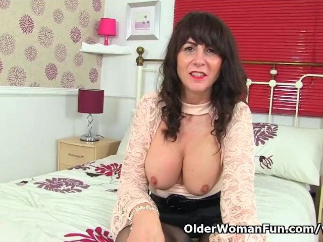 image Scottish milf toni lace strips off and fucks herself
