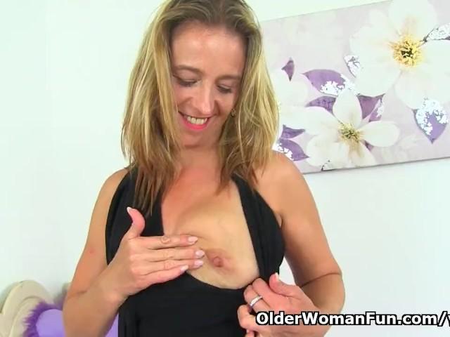 image English milf caz enjoys a dildo inside her cunny