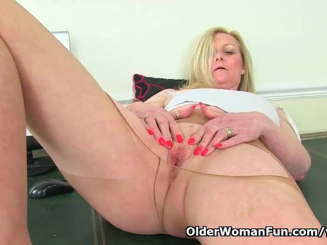 English Milf Fiona Rubs Her Pantyhosed Cunny - Free Porn Videos - Youporn-8616