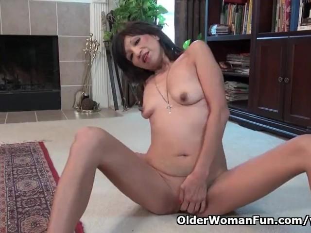 American milf lauren demille lets us enjoy her fine body 9