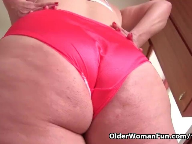 American Milf Andrea Ends Kitchen Cleaning in Fingering Frenzy - Free Porn Videos - Cliporno
