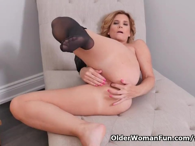 American milf alby daor needs to relax after a boring day - 2 part 4
