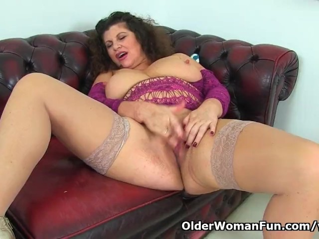 British Milf Gilly Dildos Her Shaven Fanny for Us - Free Porn Videos - Cliporno