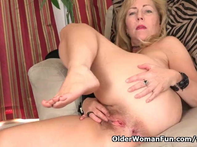 American Milf Justine Pleasures Her Hairy Pussy - Free Porn Videos - YouPorn