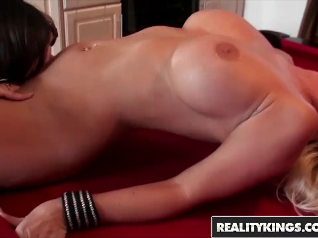 Reality Kings - Sinndy and Molly Cavalli - Shooting Pool and Licking Pussy