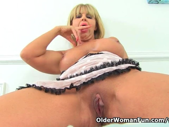 English Milf Gabby Fox Works Her Hungry Cunt - Kostenlose -6971