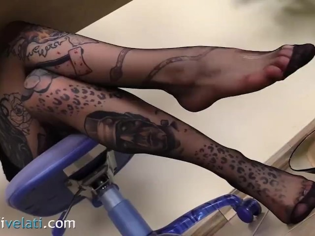 Tattoed Secretary in Pantyhose Let's You Look Under the Table - Free Porn Videos - Cliporno
