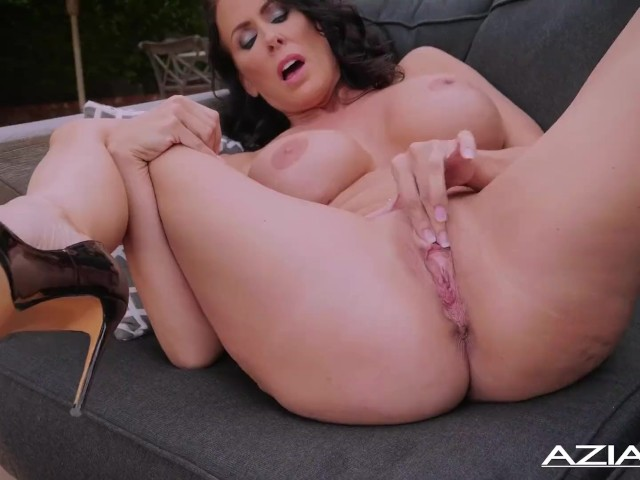 Sexy Milf Reagan Fox Dildos Her Wet Pussy Outdoors
