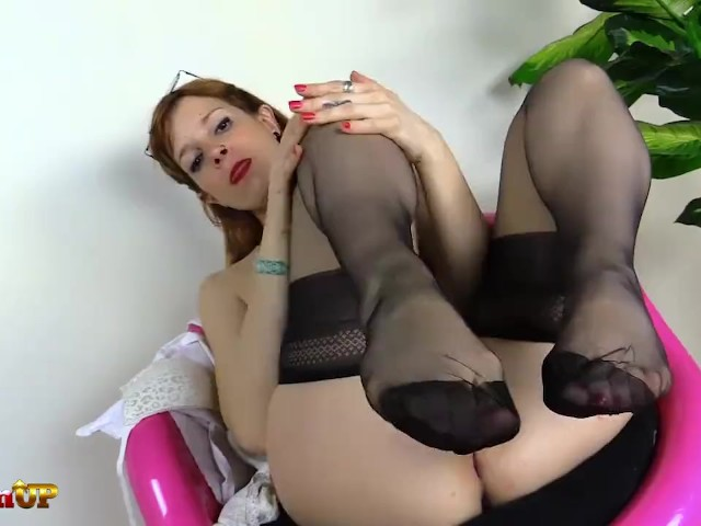 Fapp Redhead In Stockings Sucks Her Toes And Gives Footjob Stepsiblings 1