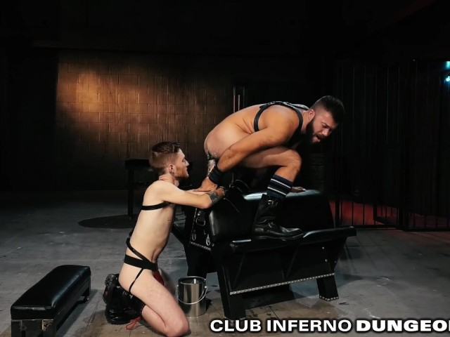 Striper shaking ther ass naked
