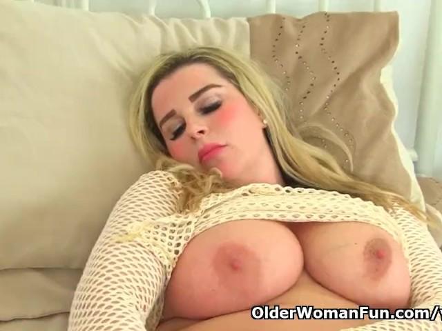 English Milf Heidi Finger Fucks Her Fine Fanny - Free Porn -3851