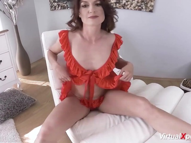 Skinny Mom Masturbating on Vr Cam