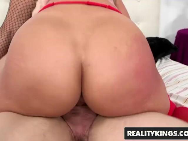 Reality Kings - Big Ass Teens Kelsi Monroe and Victoria Webb Share a Cock