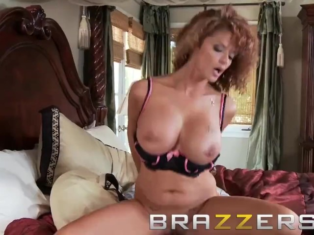 Brazzers - a Big Big Favor for a Nice Nice Neighbor - Joslyn James & Johnny Sins