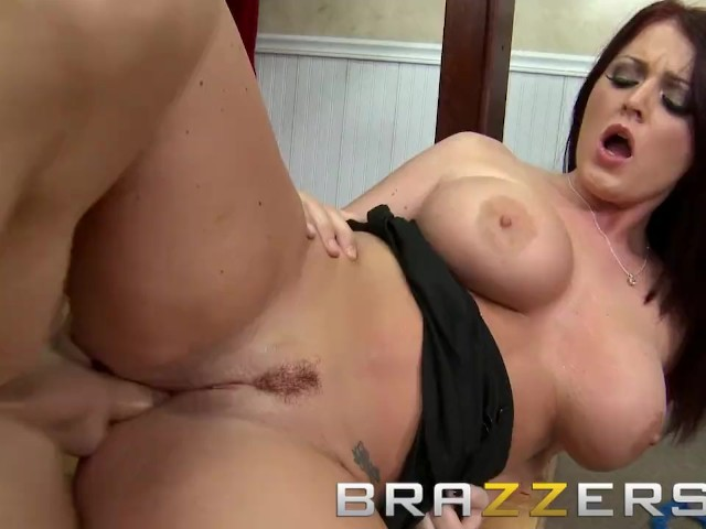 Brazzers - Curvy Teen Sophie Dee Takes Johnny Sins' Big Dick in Her Ass