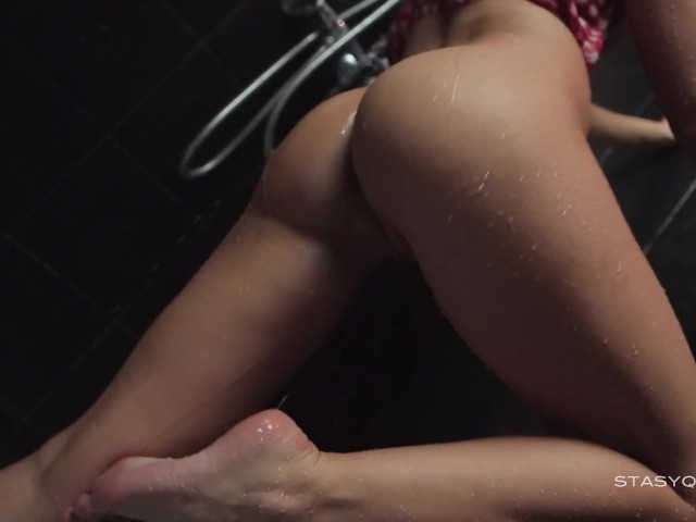 Beautiful Russian Amateur Darina Dancing in the Shower