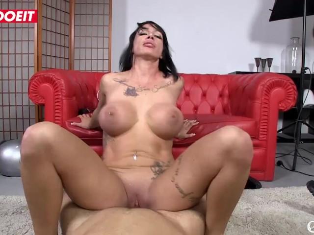 Letsdoeit - Horny Porn Star Suhaila Hard Fucks the Pizza Delivery Guy
