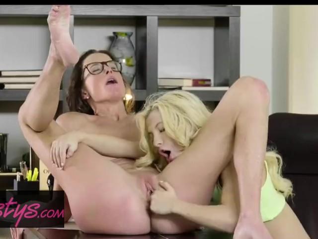 Twistys - Hot Milf Sofie Marie Makes Cute Teen Kenzie Reeves Worship Her Feet and Pussy