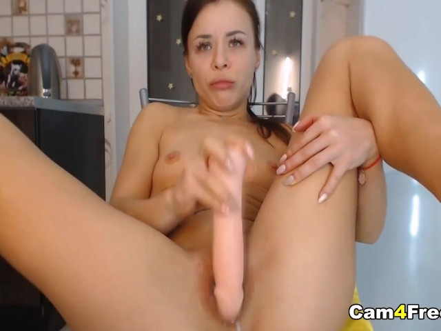 Amateur Babe Dildo Fuck Her Pussy Till It Gets Wet