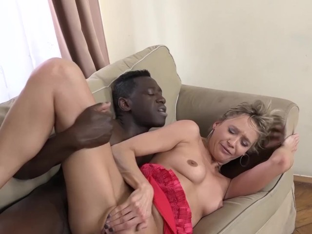 Nice Interracial Fuck Between Mature Blonde and Guy With Thick Black Dick
