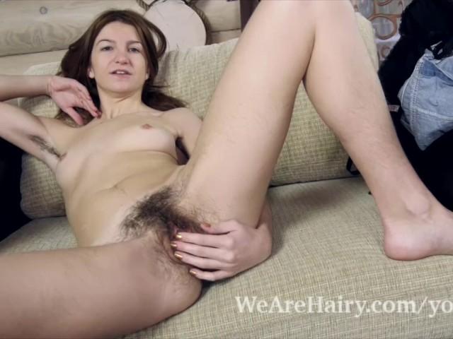 Femeia Cu Flocii Mari Se Masturbeaza