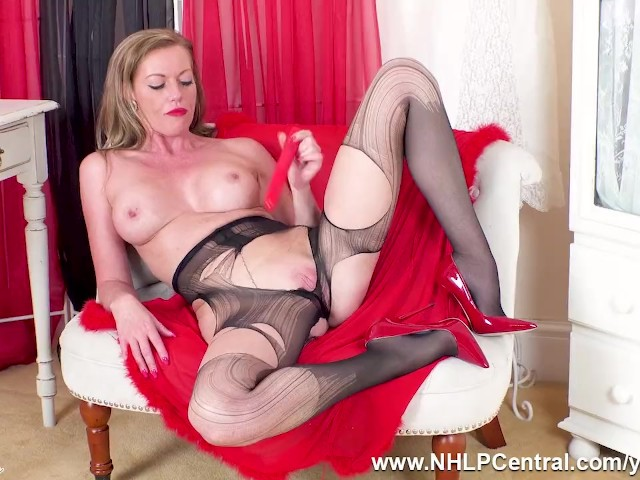 Busty Milf Holly Kiss Dildos Wet Pussy to Orgasm in Ripped Pantyhose and Red Heels