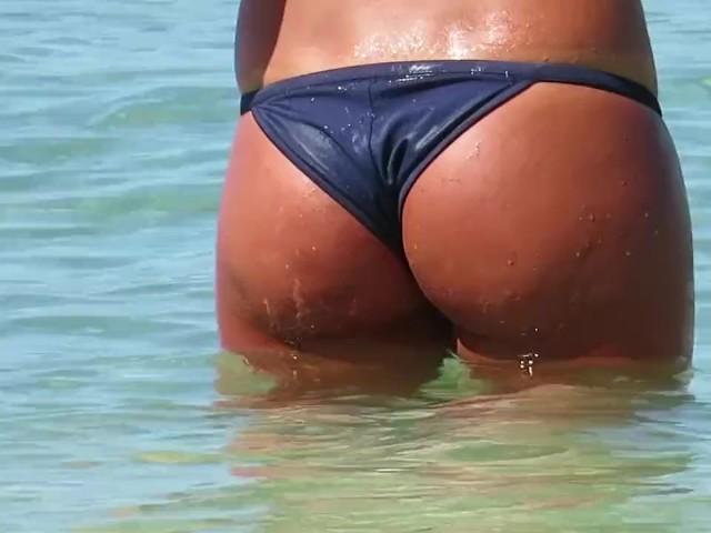Filmeaza Curul Unei Turiste Pe Plaja Din Costinesti