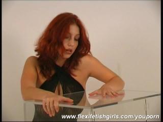 Flexible babe in glasbox