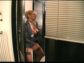 MILF wants on touching think the world of the tattoo artist