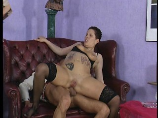 Bluff haired tattooed lady gets porked