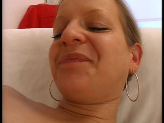Timid MILF uses a rotating vibrator joining obtain the job done(clip)