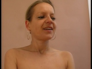 Timid MILF uses a rotating vibrator too get transmitted to endeavour whole