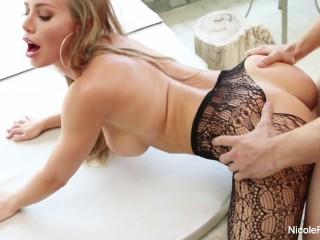 Drsné prirážanie do sexy profesionálky