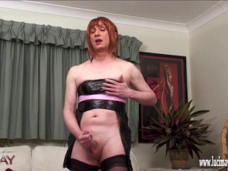 Punahiuksinen transseksuaali ja kypsä nainen