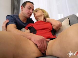 príťažlivé babička análny sex