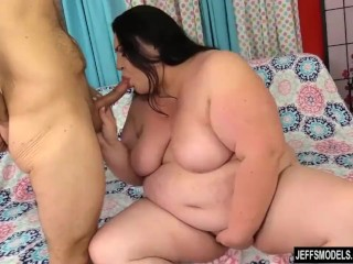 Fat Beauty Bella Bendz Rubs Her Chubby Pussy Before Being Plowed by a Hard Cock