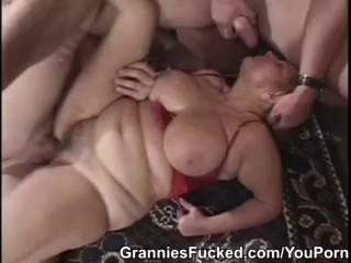 A vöröshajú nagymama és a két dákó
