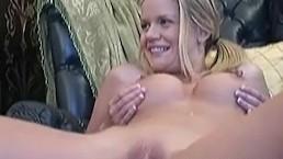 Busty Lisa Neils fingering...