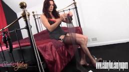 Hot Milf slips her...