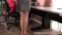 American milf Helena doesn...
