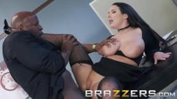 Brazzers - Curvy Babe Angela...