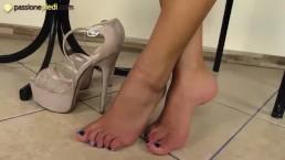 Teenage barefoot brunette in...