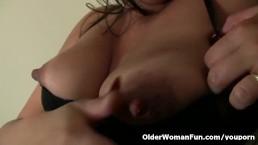Pregnant milf Jocelyn rubs...