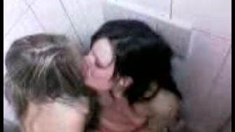 2 Lesbians getting caught making out in a club :)