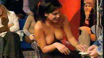 Streap poker TNT-girls show tits