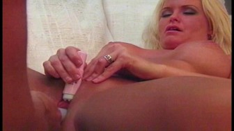 Squirting blonde has awesome pulsing orgasm