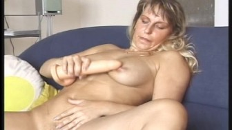 hot mature blonde diddles herself